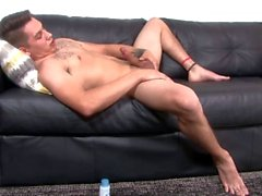 Straight Military Dude Jerking MYCKET Stor Uncut Cock