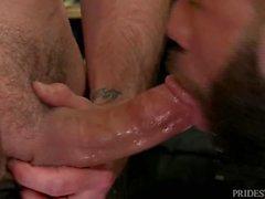 Horny Boy Dicking Hairy Cubano Ass на работе !!!