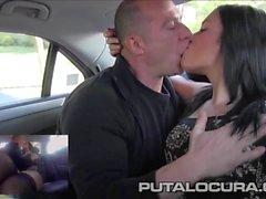 Chica de PUTA LOCURA Español la follan en un taxi de en publi