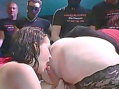 Prostitutas xixi adquire mijar derramado durante as porra