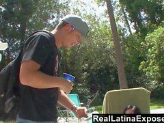 RealLatinaExposed - tomar el sol en la piscina hace una Latina su