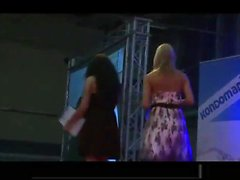 Katinka fingering on stage for 1000 people