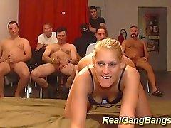Skinny Deutsch bei wilde Gang Bang Orgie