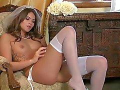 Uma noiva está se masturbando