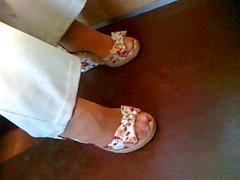 Los pies Maduro en los zapatos de cándida