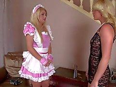 Zimmermädchen ruft versohlt von Kathia Nobili Ball als Knebel