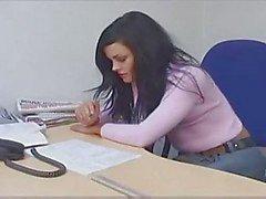 Adolescente no escritório
