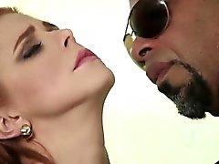 Isla redhead lisse chatte toe chatte lèche dur par BBC amant