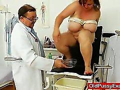 Fat Brunettefrau MILF bekommt einen Gynäkologen