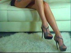 high heels sekä frencf jalkojenhoitovälineet