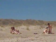 Öffentliche Sexparty am Nackten Strand