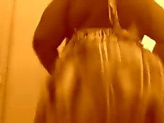 Clappin min röv i en klänning