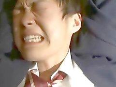 Um menino de estagiário fica amarrado e fingeed em sua bunda