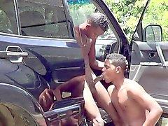 Giovane ragazzo African all'aperto sesso anale pelo