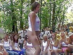 Desnudos en A Poppin Aficionados Certamen p ..