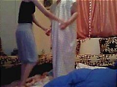 Arabische meisje en haar hubby gaan van dansen tot strippen te neuken