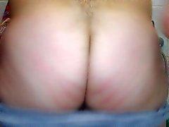 Mi mostra culo dopo la doccia