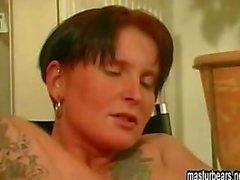 Intensiivistä dildolla soolo tatuoinnin girl Judith