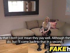 Fake Agent UK Amatör stora bröst MILF suger kuk