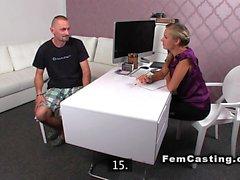 Bisexuell Kerl und Agentin masturbieren