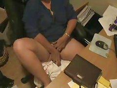 Voir les ce que ma mère font devant l'ordinateur . hidden cam