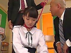 Japanischen Studenten Yui dominiert und gefickt von ihren Lehrern