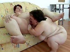 Ugly Midget and a SSBBW Lesbians