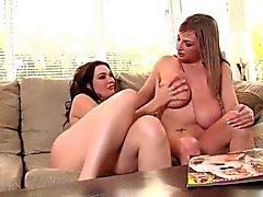 Tette grandi Lesbiche giocando