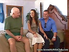 Mooie en warme vrouw geneukt echt goed doggy style door pornstar