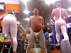 Hos gymmet i tendenze spandex Pt 2