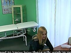 Pienet rinnat vaalea helvetin lääkärin sairaalassa
