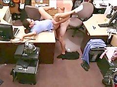 Calda bruna sexy dell'infermiera viene scopata hard