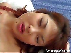 Hete Japanse meisje pijpt en krijgt part3