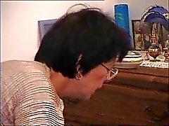 Fransk gammal mamma - Cum på glasögon