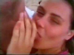 Mutter und Tochter saugen Fremde After-Party in einem spanischen Strand part.2