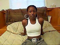 Ebony hoer rijdt witte slurf