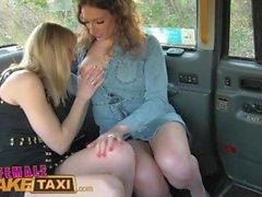 Taxi Faux Femme Horny Minx a chaud et humide sexe de taxi avec bébé néerlandais bisexuel