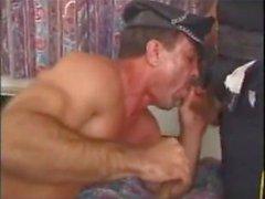 Üniformalı polis Daddies, Serbest Gey Pornosu video 55 xHamster.mp4