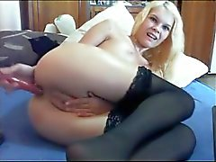 Blondie likes to put dildo up her asshole