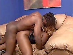 Atención ( Negro Mujeres Grandes y Hermosas ) y Byron Long ( Negro americano)