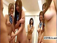Japanska nudist studenter grupp stretching med handjob