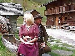 ja povekas saksalaisen MILF täytyy kovaa Anal Sex telineessä