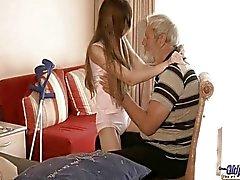 Vanhoja miestä käytetyt käytetty teini teini seksuaalinen hoitoa