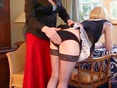 Непослушный блондин копчение TGirl горничная имеется плотную дерзкий жопу шлепала для жаркой курчавый казни