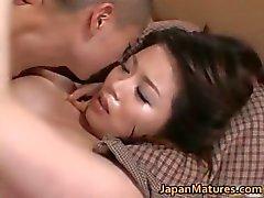 Miki Sato vackra nipponjin åtnjuter