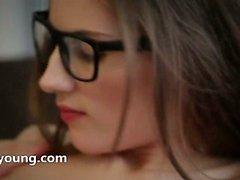 gözlük seksi esmer