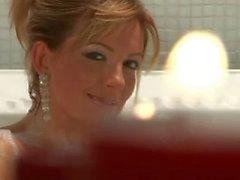 Milf Regina knulla hård kuk i badkaret