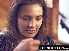 TEENFIDELITY - Surpresa de Creampie de Stepdad