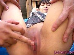 Petite japonés Durchgefingert y perforado