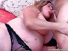Schönes großes Bauch und Möpse reife Dicke Frauen